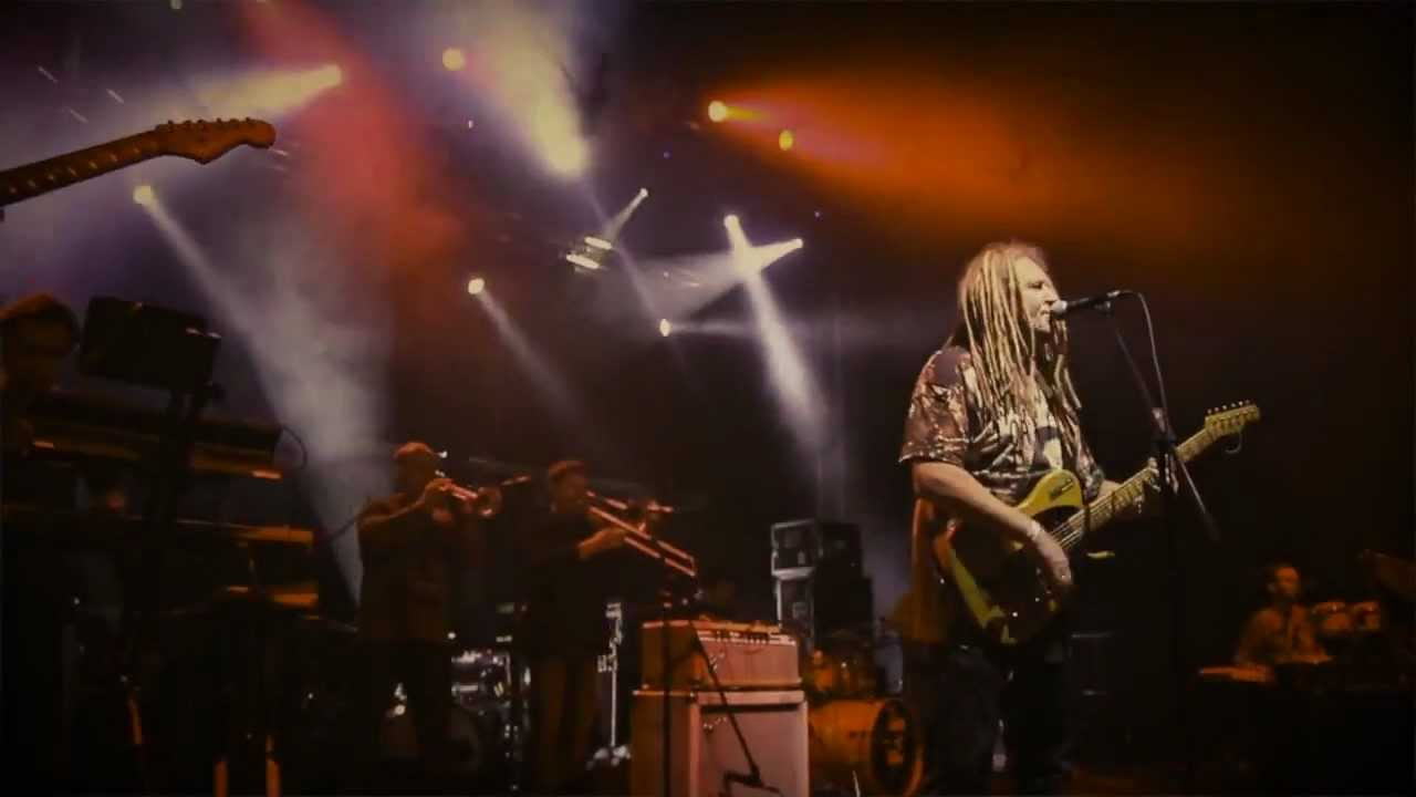 "Maleo Reggae Rockers ""Moc"" (Official video)"